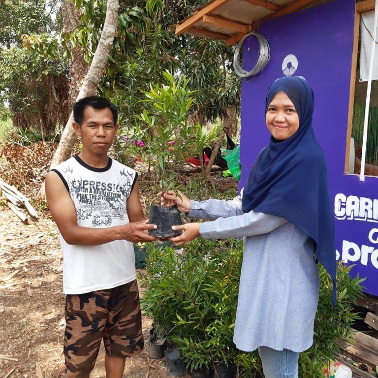 Dukung Gerakan Penghijauan, Dosen UNISM berikan bibit Pohon